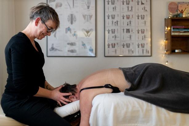 Body SDS behandling i Køge - kvindelig behandler og kvindelig klient